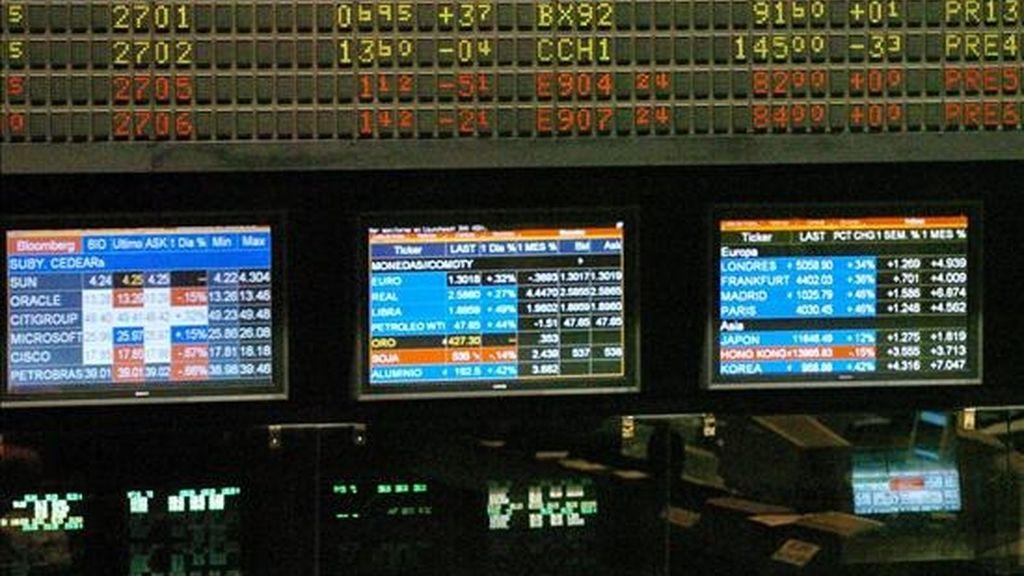 El índice Merval del mercado bonaerense restó el 0,40% y quedó en 3.613,73 enteros, luego de comprar y vender papeles por 121,6 millones de pesos (30,3 millones de dólares). EFE/Archivo