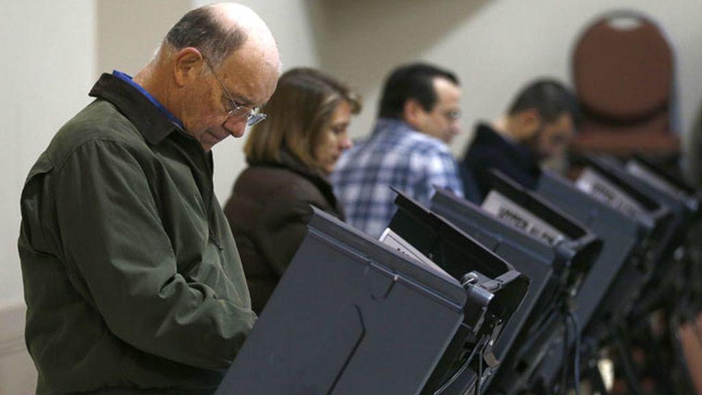 Votantes de EEUU ejercen su derecho a elegir al presidente