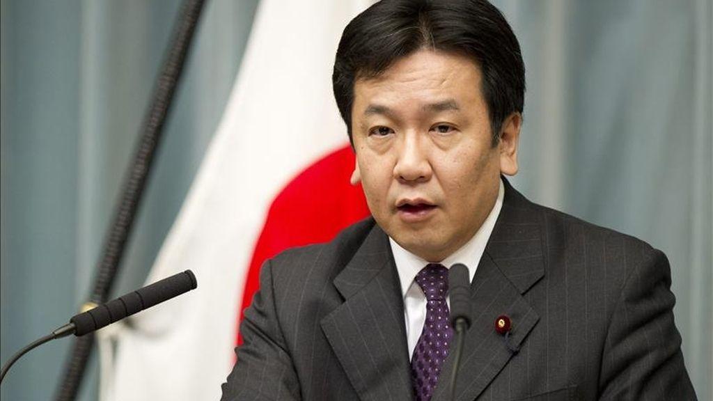 El jefe del Secretariado del Gabinete japonés, Yukio Edano, habla durante una conferencia de prensa sobre la situación actual de la planta de energía nuclear de Fukushima en la oficina del primer ministro en Tokio (Japón). EFE/Archivo