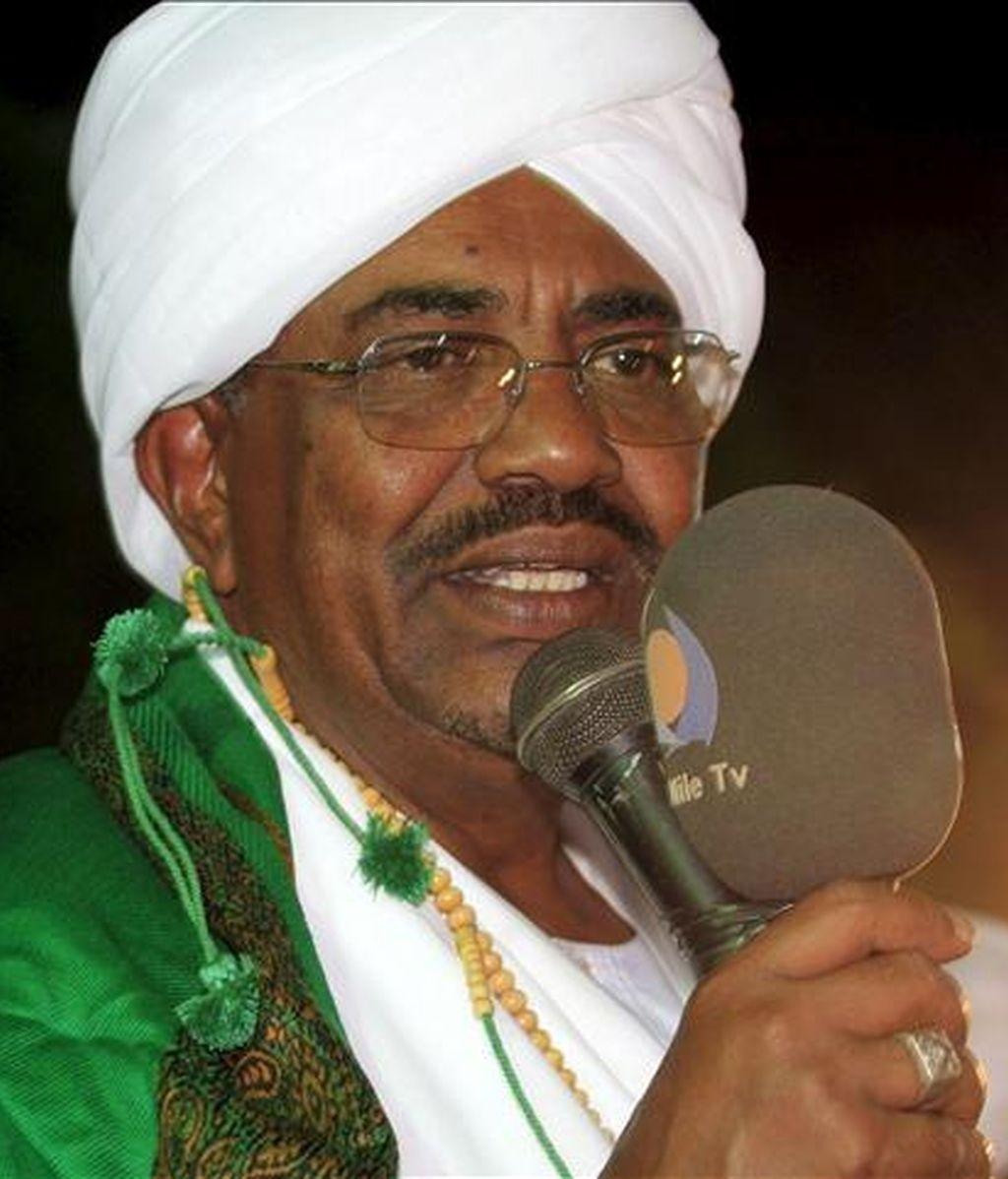El presidente sudanés Omar al Bachir ofrece durante un discurso. EFE/Archivo