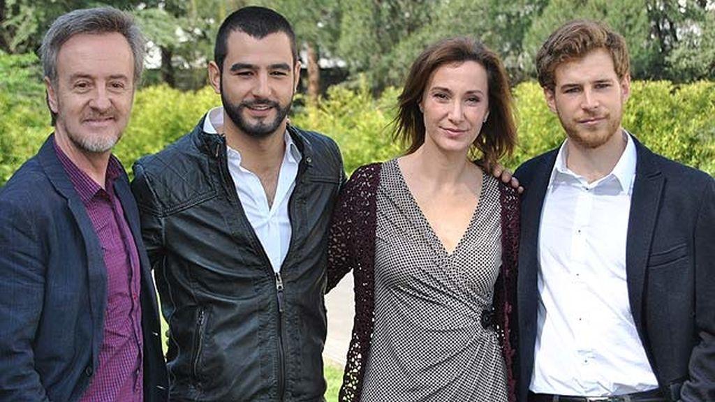 Carlos Hipólito, Antonio Velázquez, Sonia Almarcha y Álvaro Cervantes, personajes de la miniserie