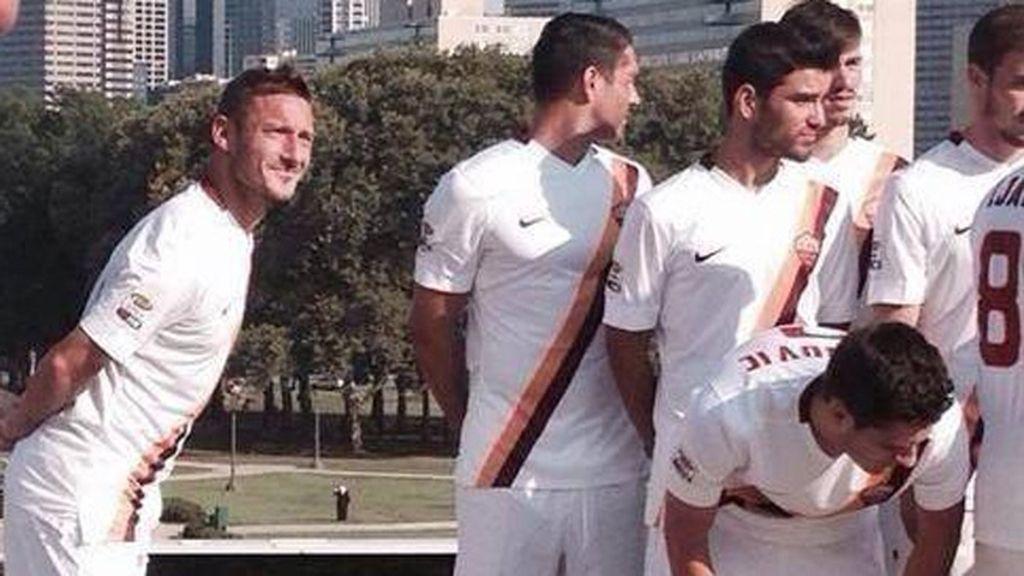 Totti fue el primero en imitar a su compañero