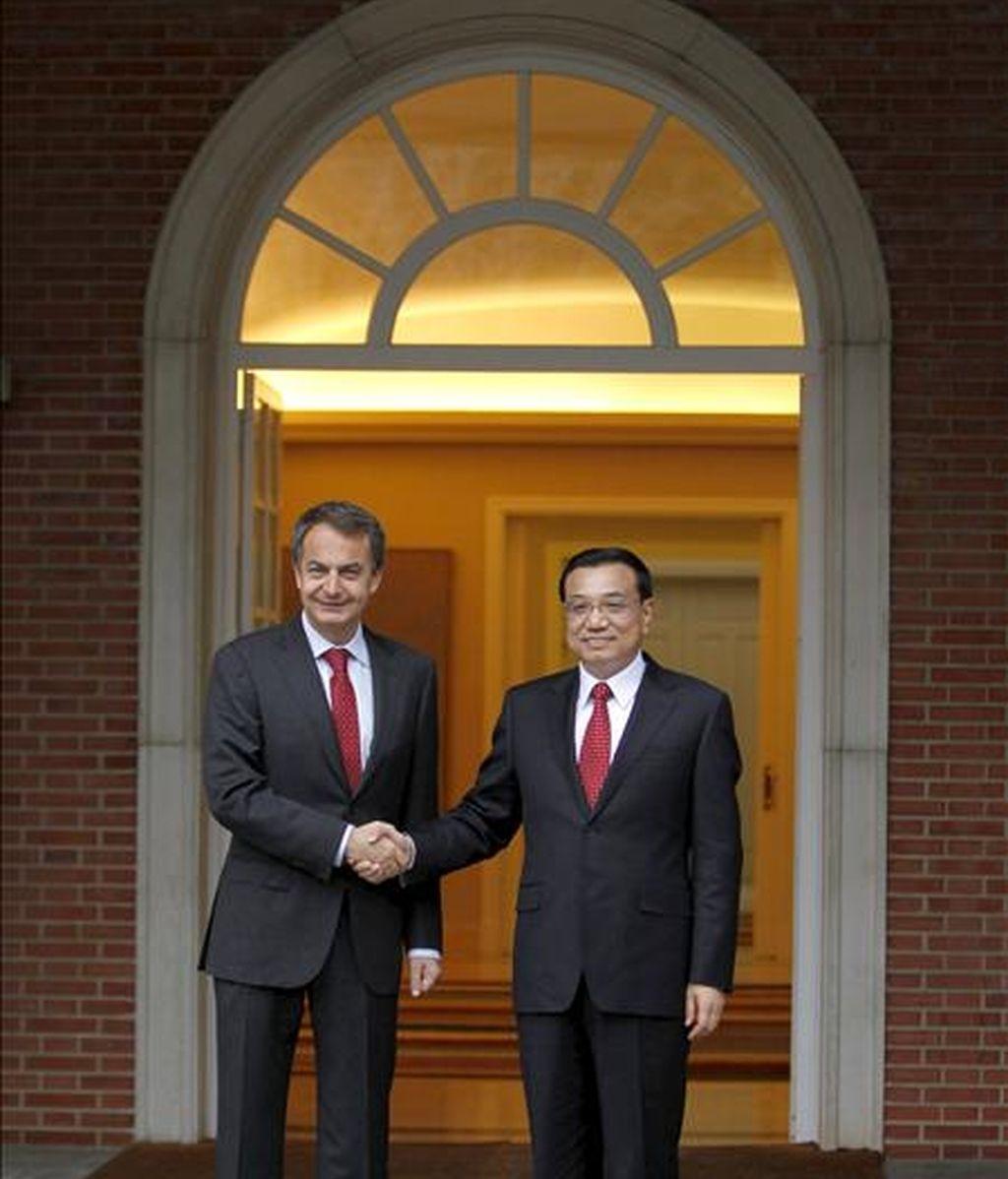 El presidente del Gobierno, José Luis Rodríguez Zapatero, recibió hoy, en el Palacio de la Moncloa, al viceprimer ministro chino, Li Keqiang, que se encuentra de visita oficial en España. EFE