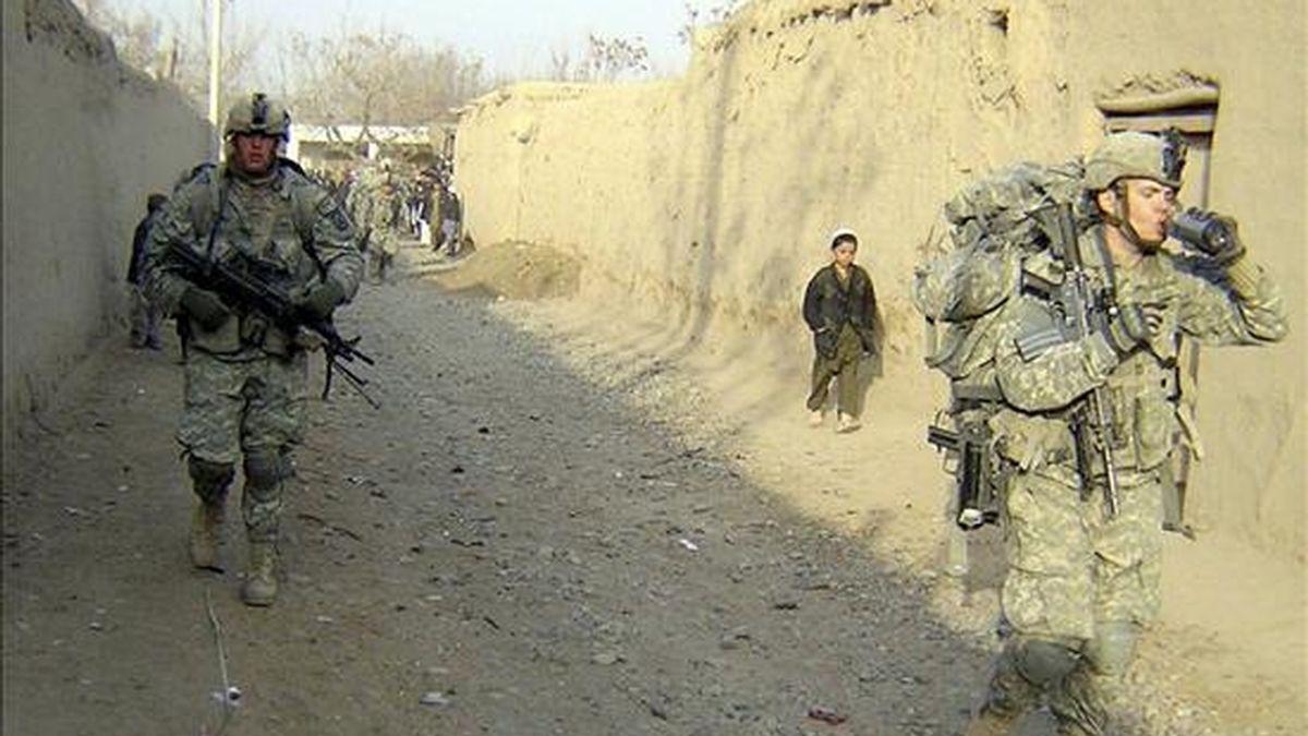 Soldados estadounidenses patrullan el distrito Char Darra de la provincia afgana de Baghlán, el 5 de enero de 2011. EFE/Archivo