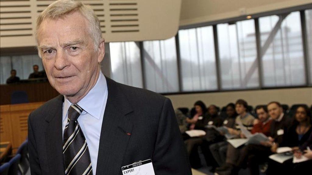 El ex presidente de la Federación Internacional del Automóvil (FIA), el británico Max Mosley, en el Tribunal Europeo de Derechos Humanos en Estrasburgo, Francia, hoy martes 11 de enero de 2011. Mosley pide ante el tribunal más protección contra los medios de comunicación que violen los derechos a la intimidad. EFE