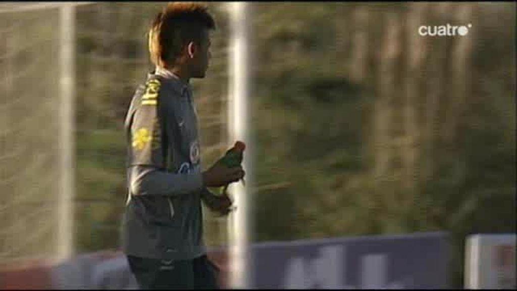 La cresta de Neymar ya piensa en Madrid