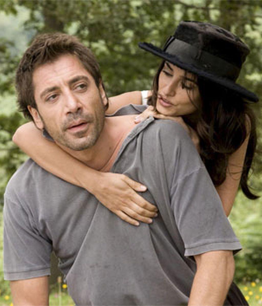 Javier Bardem y Pénelope Cruz juntos durante la película 'Vicky Cristina Barcelona'.