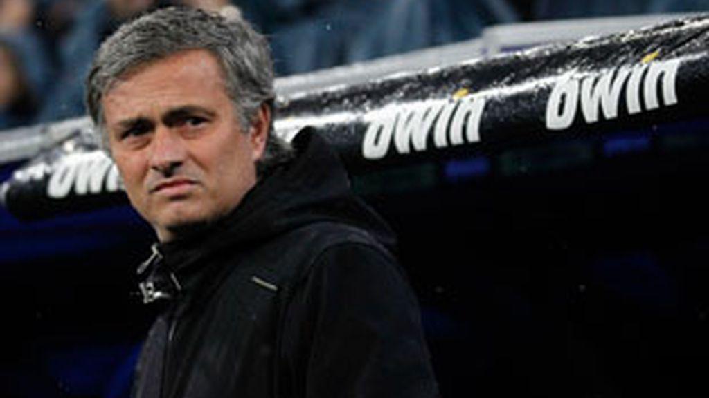 Mourinho, durante el encuentro en el Bernabéu. Foto: Reuters.