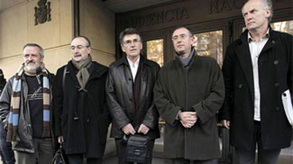 Auzmendi, Oleaga, Torrealdai, Uria y Otamendi, en la entrada de la Audiencia Nacional. FOTO: EFE / Archivo