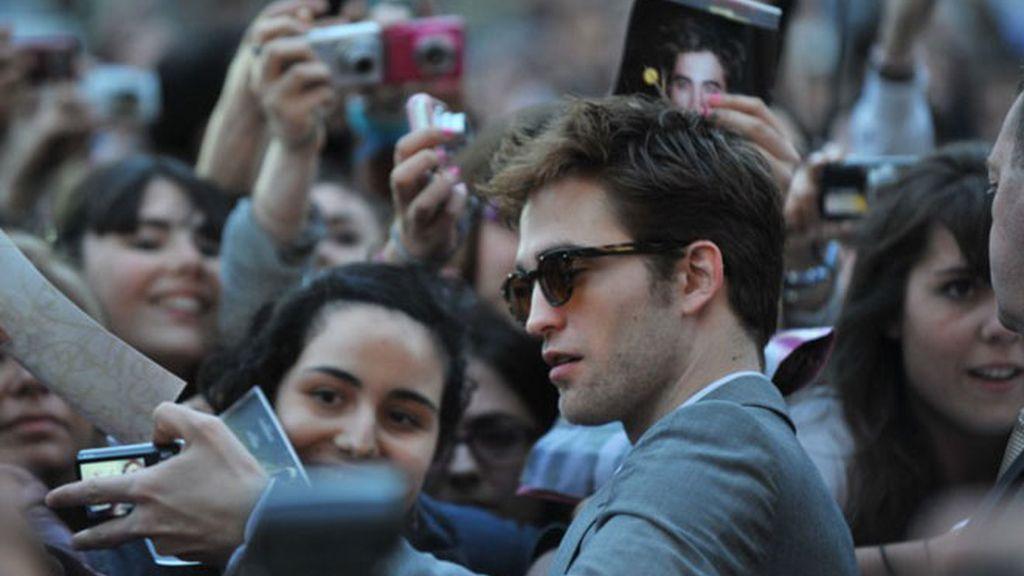 Pattinson y Witherspoon hacen enloquecer a sus fans de Barcelona