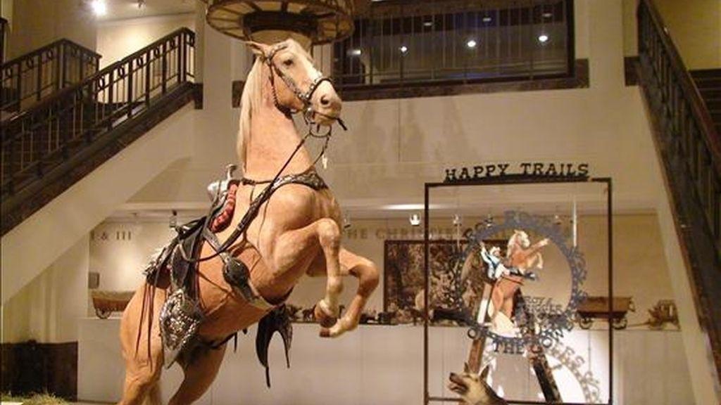 Fotografía en la que aparece el cuerpo disecado del caballo Trigger, compañero fiel del cowboy Roy Rogers, y que fue vendido hoy por 266.500 dólares en la primera jornada de una subasta en que se podrán adquirir 300 objetos del conocido vaquero y de su esposa, Dale Evans. EFE