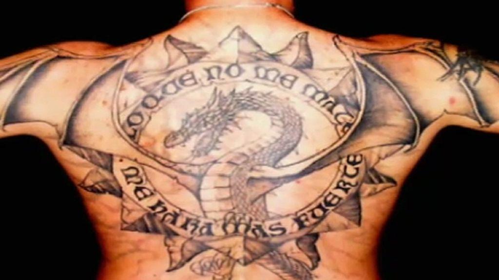 ¿De quién es este tatuaje?