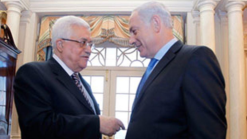 Mahmoud Abbas habla con Benjamin Netanyahu en su encuentro en EEUU de 2010.