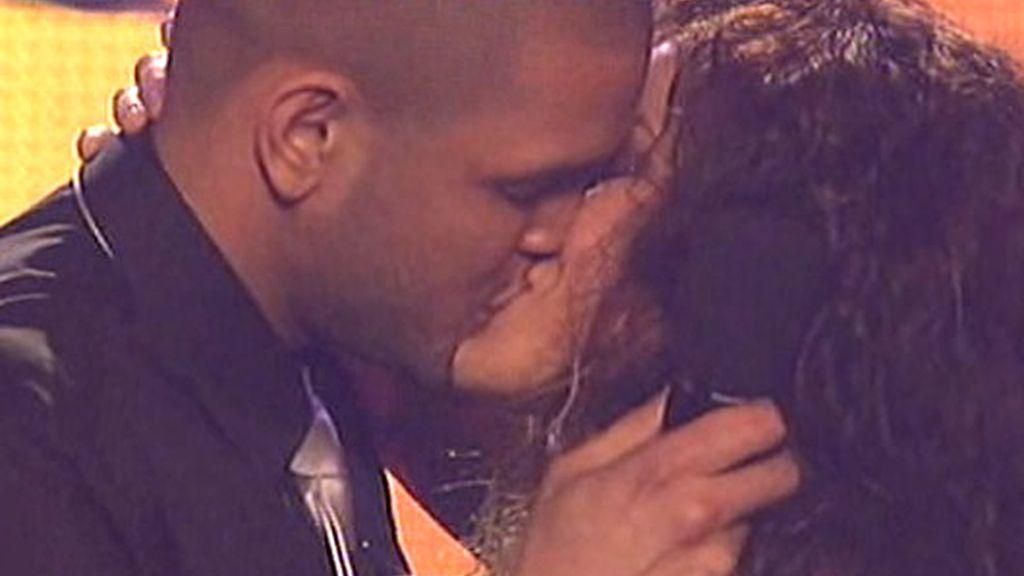 El beso sorpresa de Geno y Juan