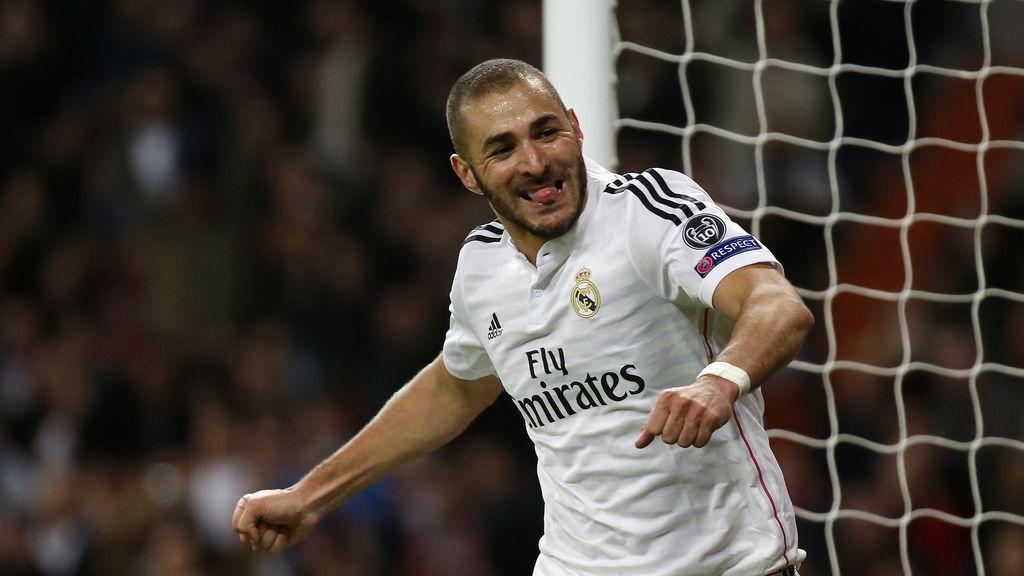 Benzema celebra su gol ante el Liverpool