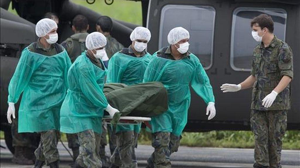 Las labores de búsqueda continúan con aviones, helicópteros y navíos de Brasil, Francia y Senegal, además de un avión Fokker F-27 de la fuerza aérea española que se sumó el último miércoles. EFE/Archivo