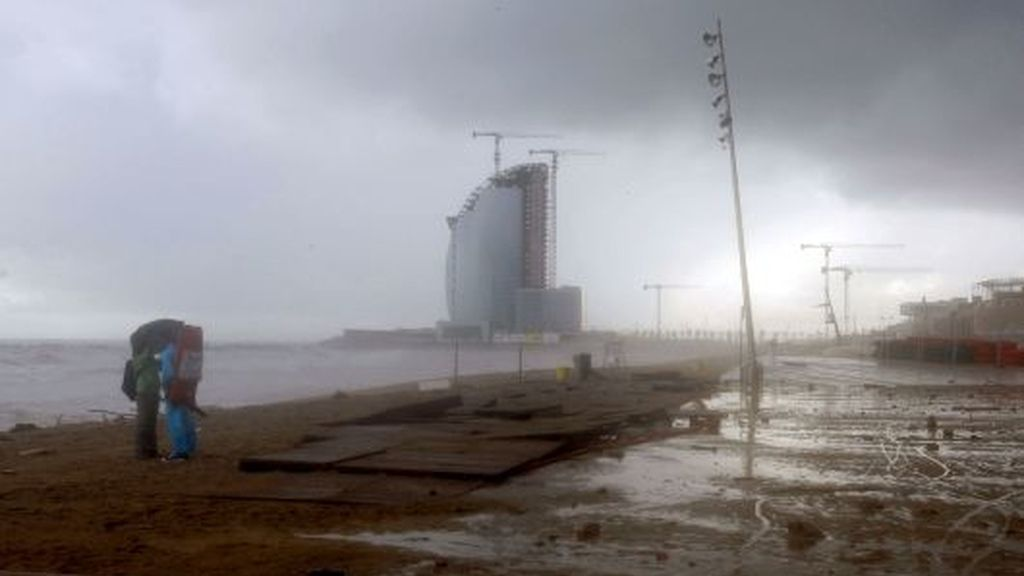 Vuelven las lluvias, aunque parece que no con tanta fuerza como hace unos días en Cataluña. FOTO: EFE.