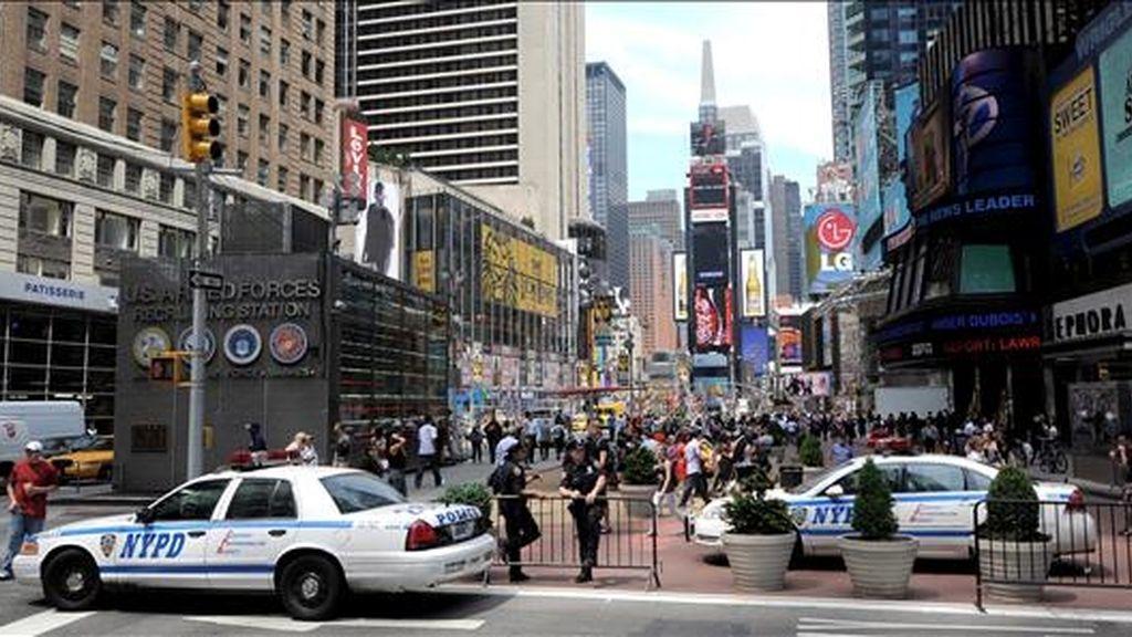 Policías de Nueva York montan guardia en Times Square, en Nueva York, Estados Unidos. EFE