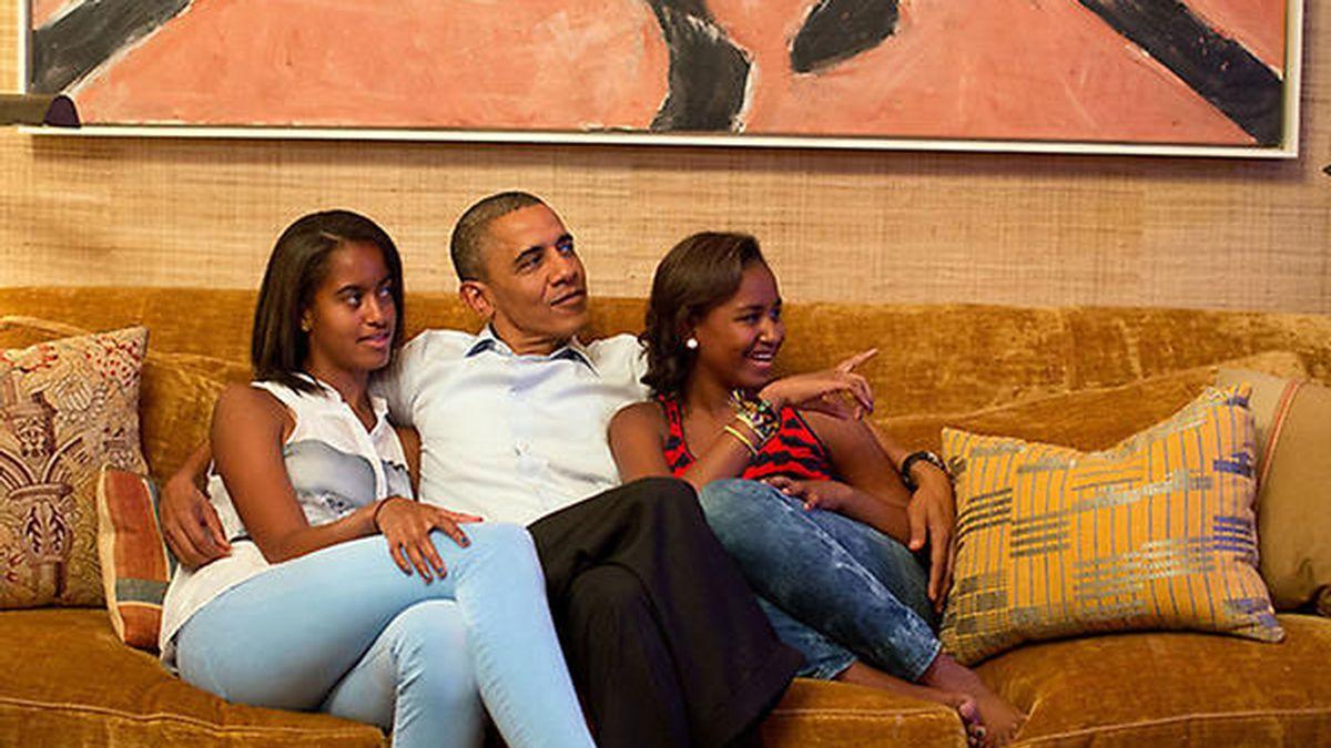 Obama ha visto el discurso de su mujer acompañado de sus hijas