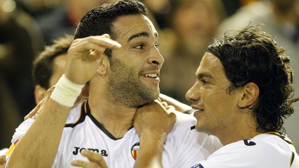Adil Rami y Tino Costa celebran el tanto al AZ Alkmaar