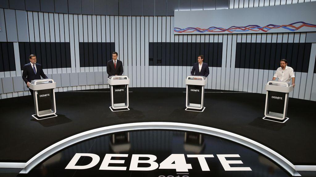 Los candidatos, en sus atriles