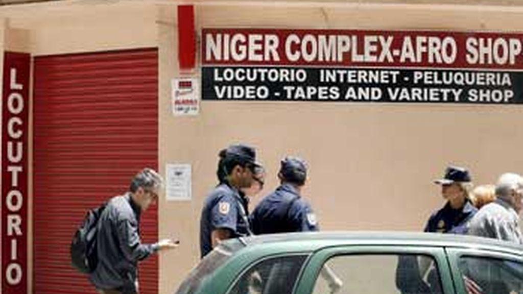 Durante el día se están efectuando más de 100 registros en los que participan más de 300 policías. FOTO: EFE