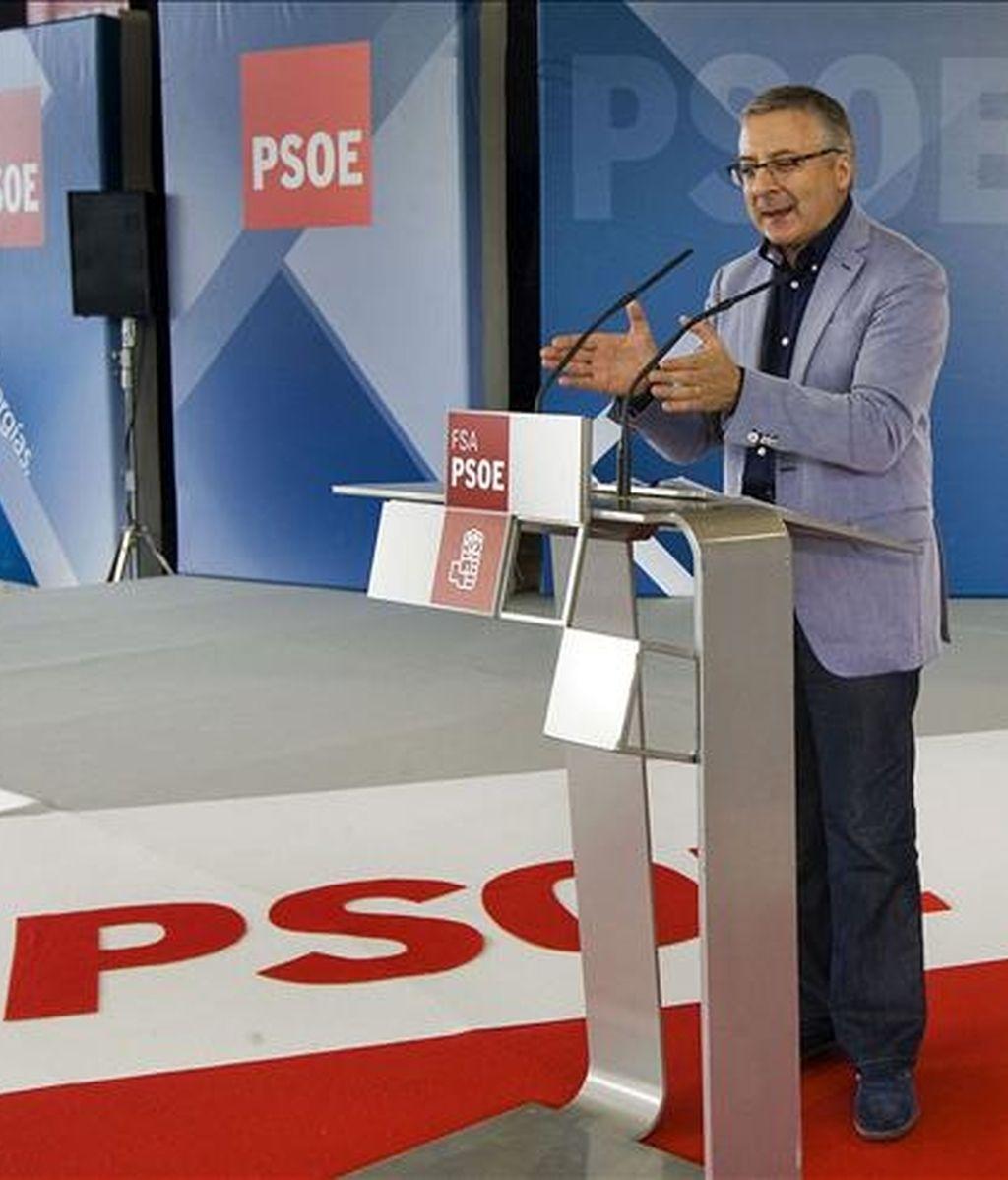 El ministro de Fomento, José Blanco, durante su intervención en la Fiesta de la Rosa de la Agrupación Socialista de Oviedo en la que se ha referido, entre otros asuntos, a la sentencia del Tribunal Constitucional sobre el Estatuto de Cataluña. EFE