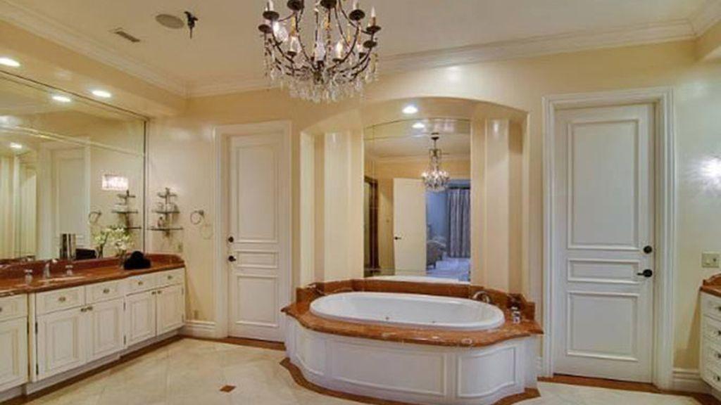 Tori Spelling vende su casa en California