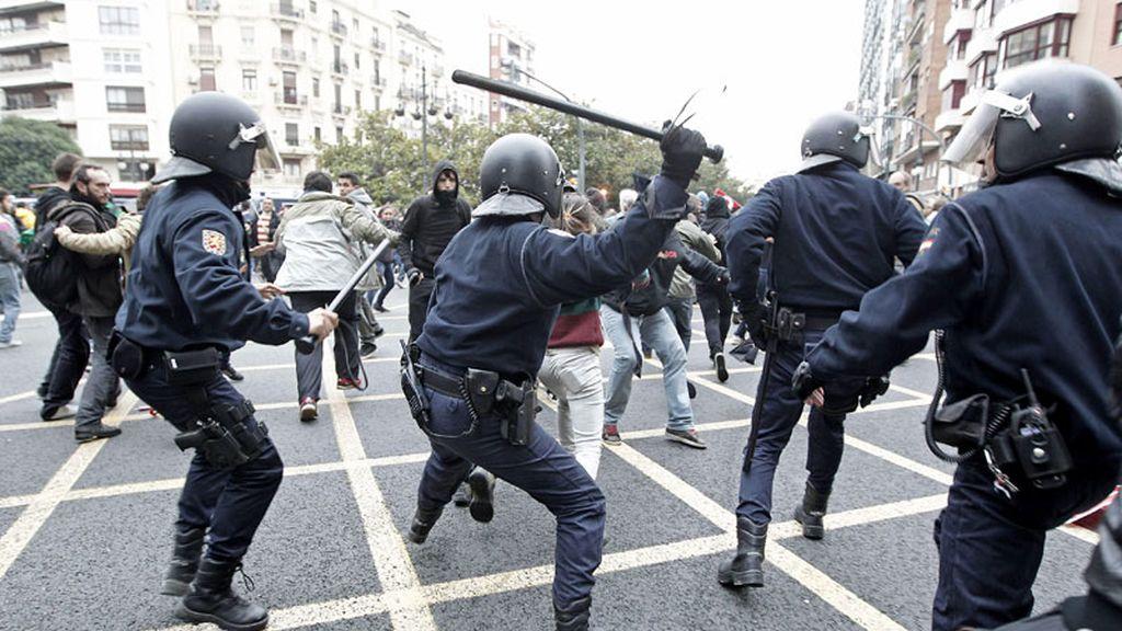 Detenidos tras la carga policial
