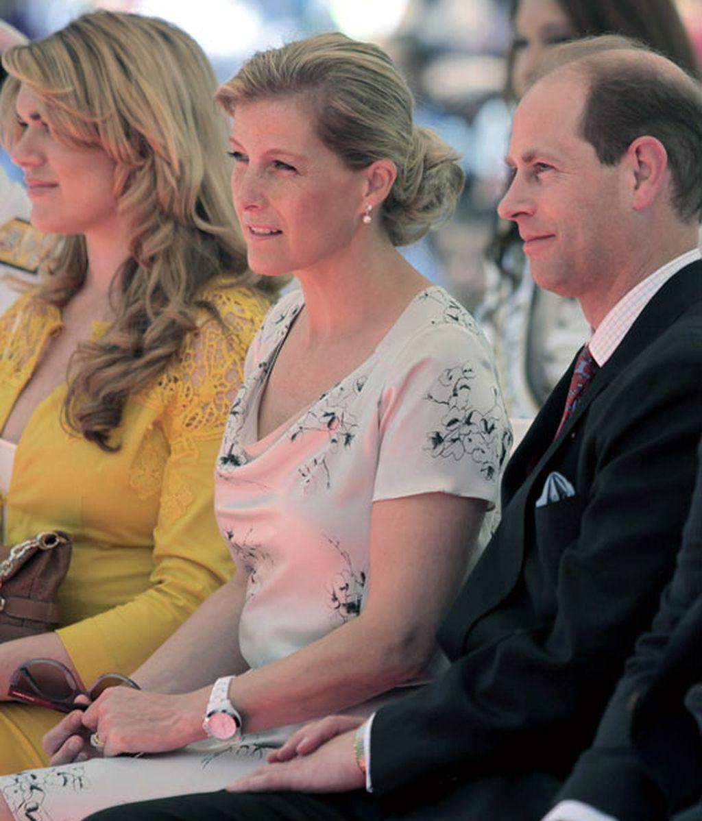 El príncipe Eduardo de Inglaterra, hijo menor de Isabel II, junto a su esposa Sophie Rhys-Jones, durante la visita realizada a Gibraltar