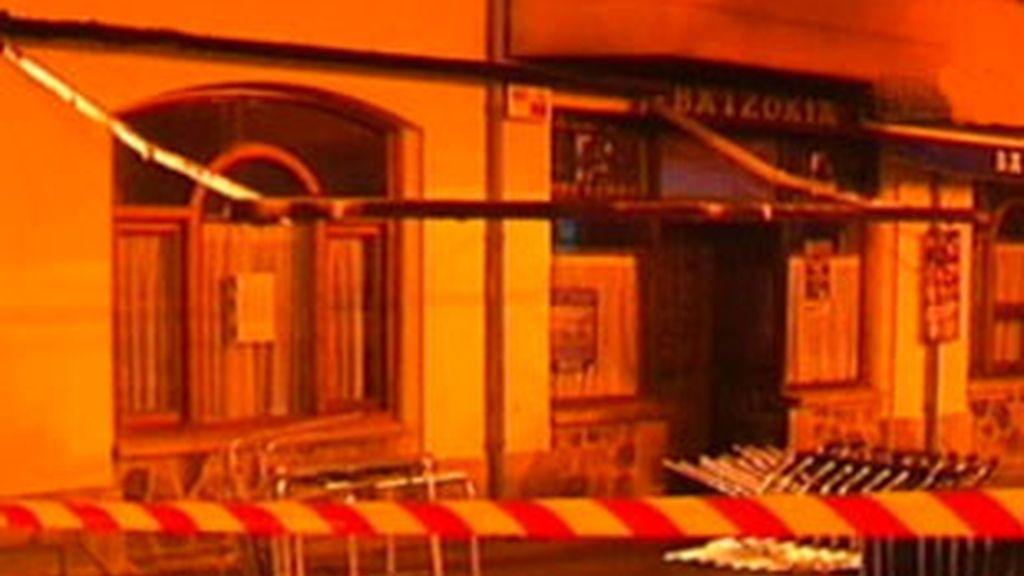El artefacto ha causado daños en la fachada de la sede del PNV. Vídeo: Informativos Telecinco.