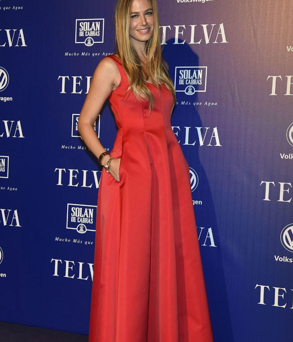 Martina Klein elegía vestido rojo de Carolina Herrera
