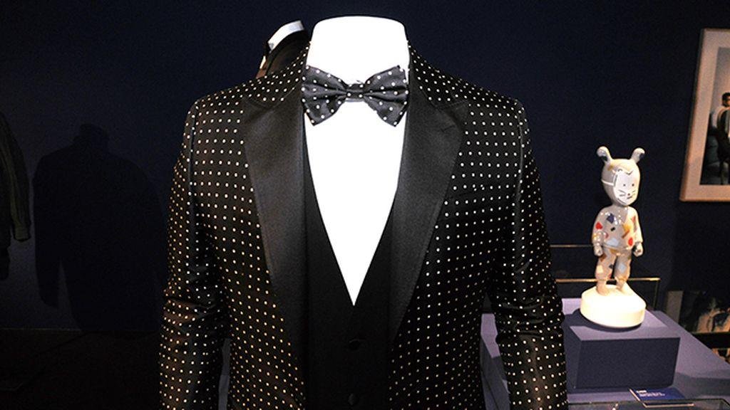 El traje de Dolce & Gabbana que lució Messi al recoger el Balón de Oro es una de las estrellas de la exposción