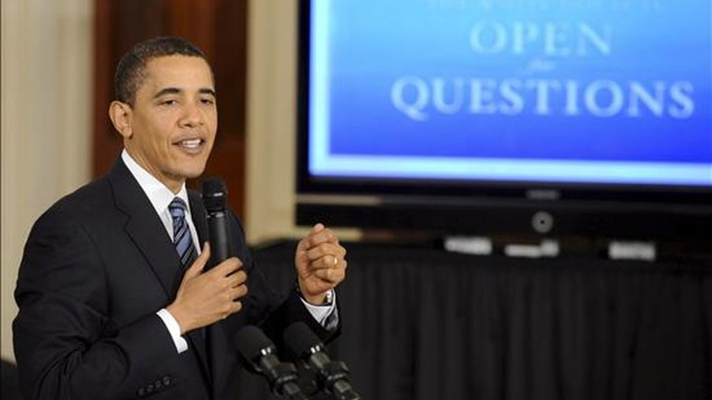 El presidente estadounidense, Barack Obama, toma la palabra durante una sesión de preguntas y respuestas del público, en directo y por internet. EFE