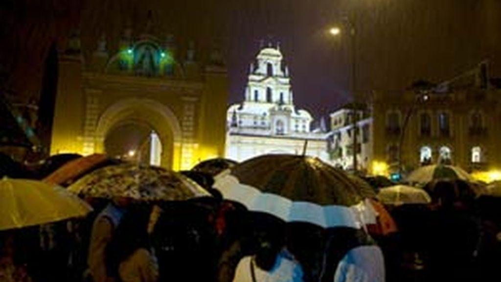 La lluvia impide la salida de numerosas procesiones. Foto: EFE