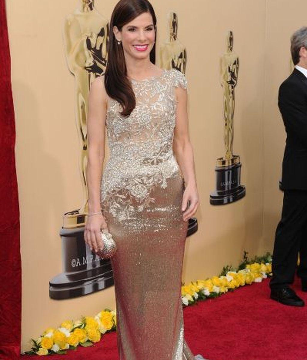 Sandra Bullock se decide por un Versace