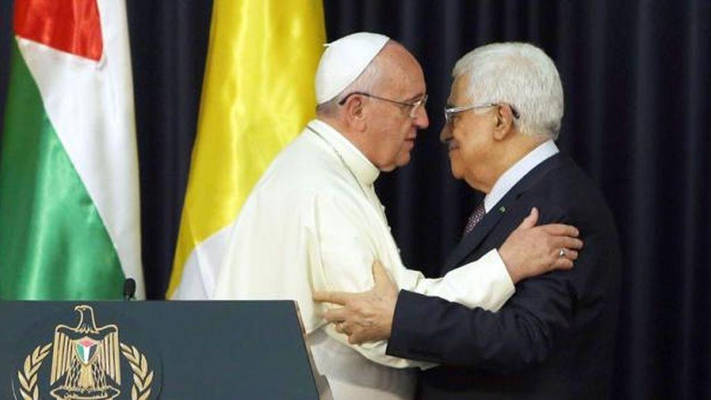 El Papa Francisco y Mahmoud Abbas
