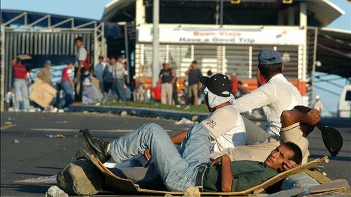 Protesta de trabajadores bananeros de la Cooperativa de Servicios Múltiples de Puerto Armuelles (Coosemupar) en la frontera de Panamá con Costa Rica en 2006. EFE/Archivo