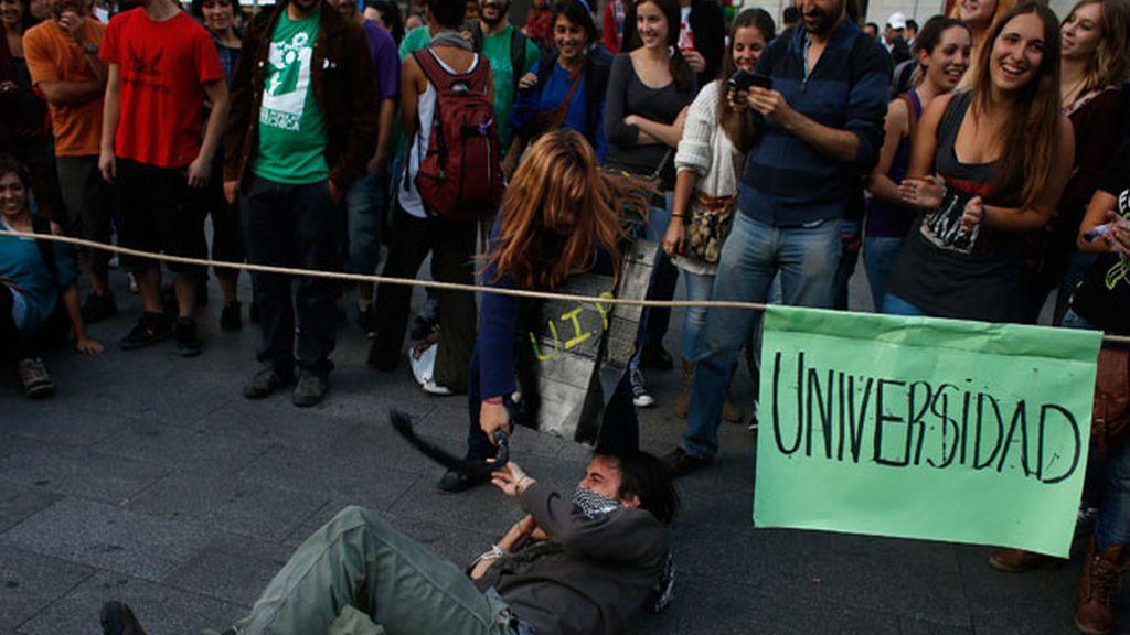 Los estudiantes universitarios protestan contra los recortes