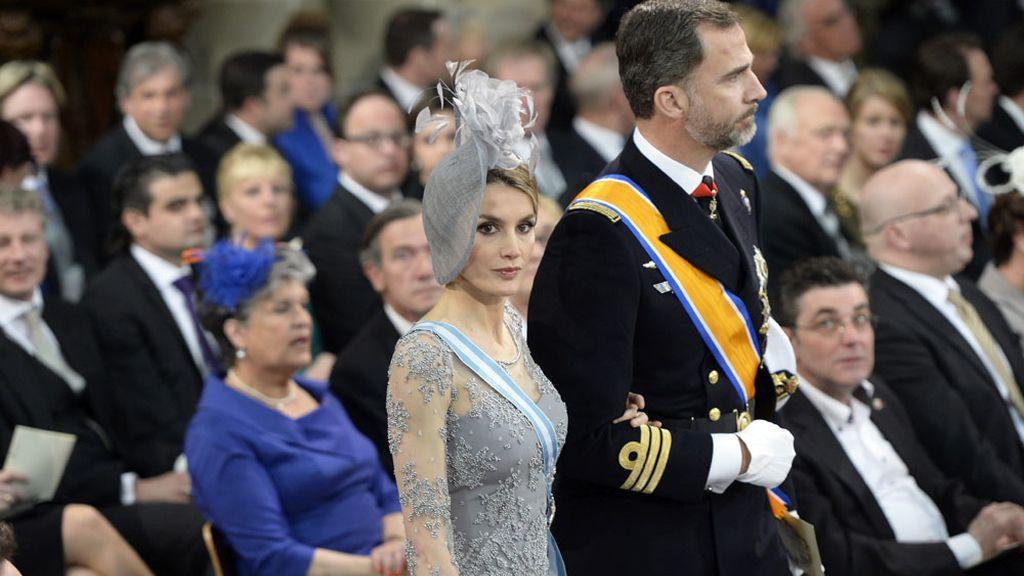 Los Príncipes de Asturias entrando en la catedral de Amsterdam
