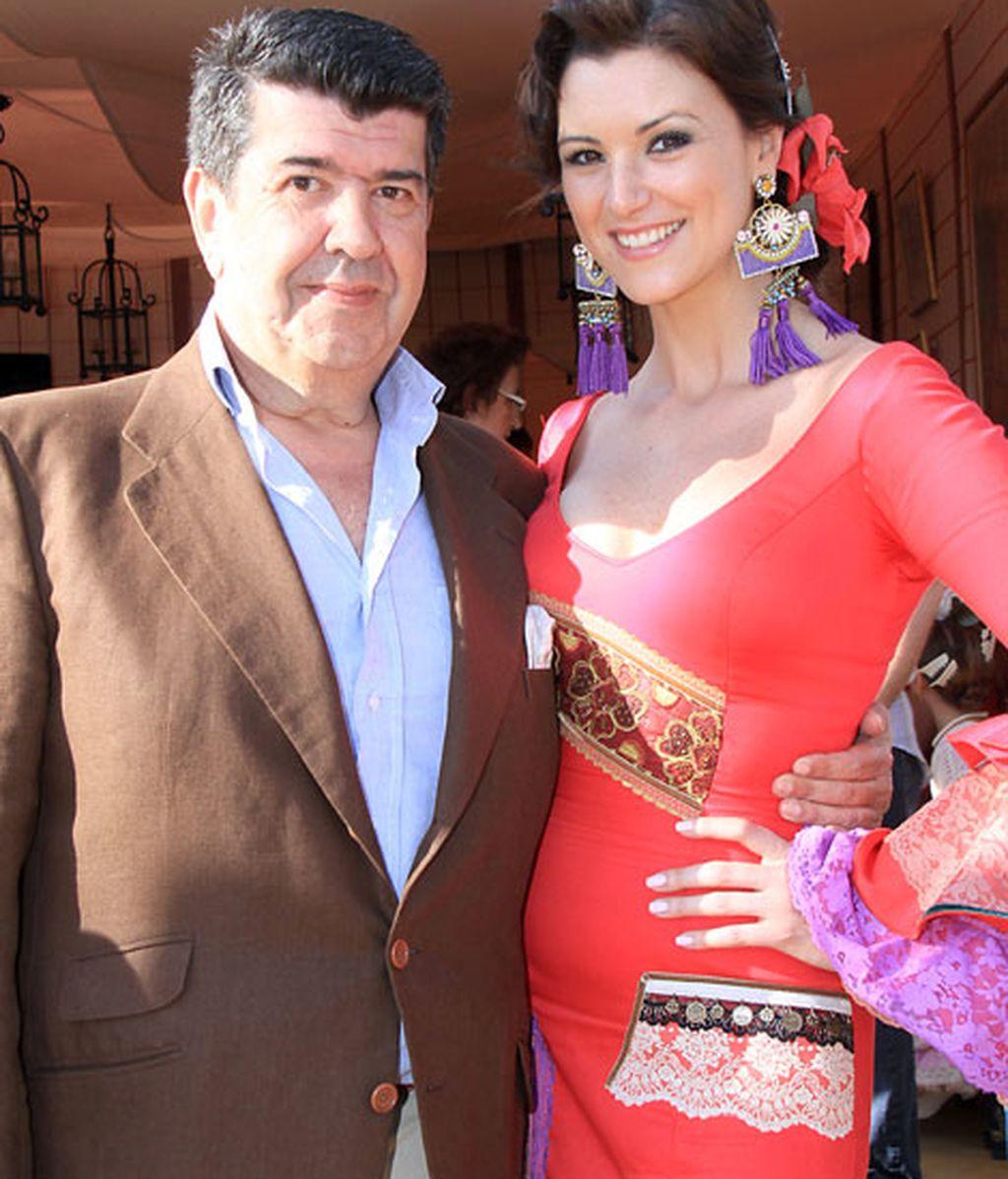María Jesús Ruiz y su novio José María Gil Salgado disfrutaron en la capital sevillana