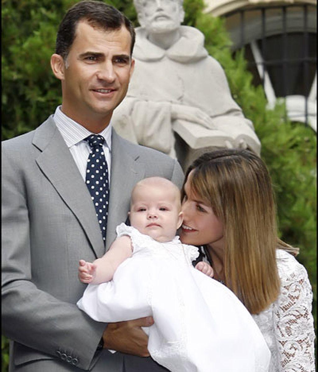 Los Príncipes de Asturias presentan a la Infanta Sofía
