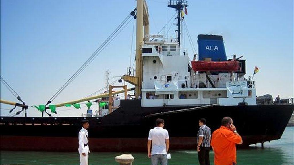 """El buque de bandera moldava """"Al Amal"""" amarrado en el puerto de Al Arish, en Egipto, este jueves. EFE"""