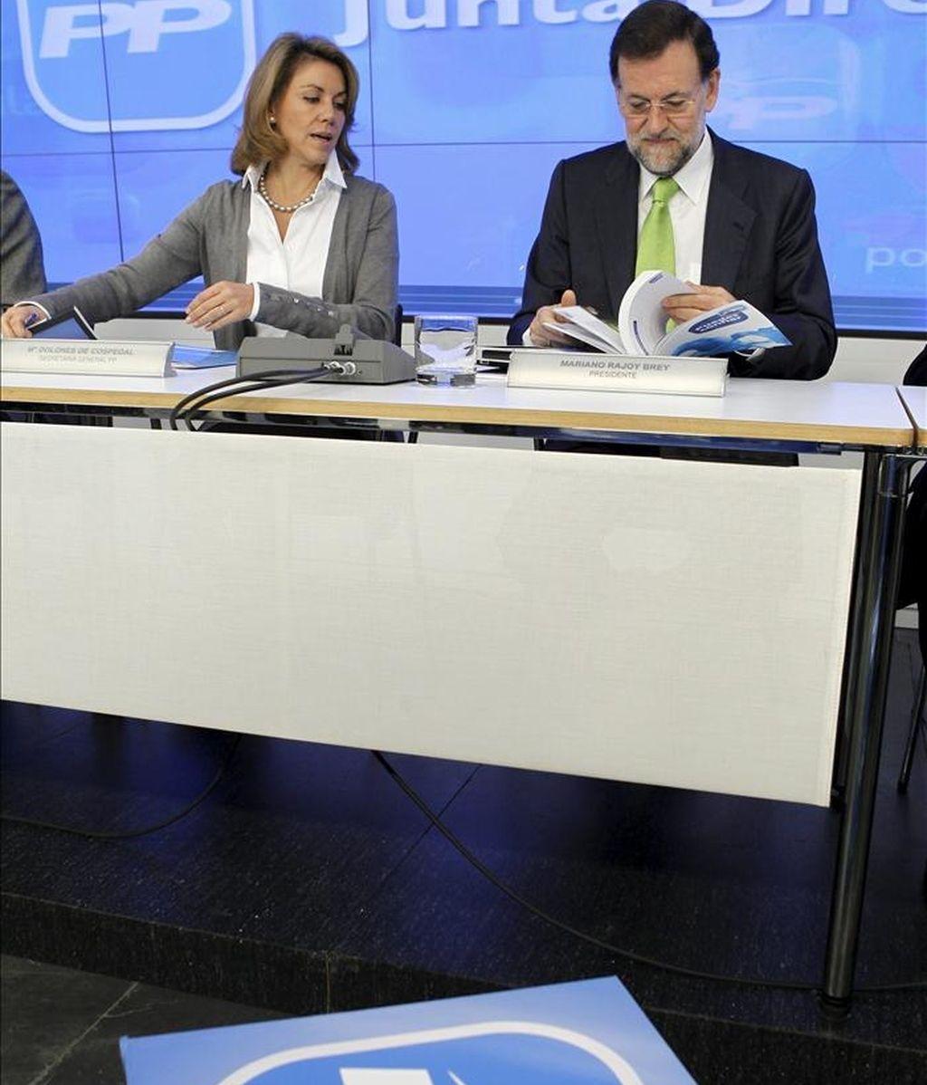 El presidente del PP, Mariano Rajoy, junto a la secretaria general del partido, María Dolores de Cospedal, durante la reunión de la Junta Directiva Nacional del PP. EFE/Archivo