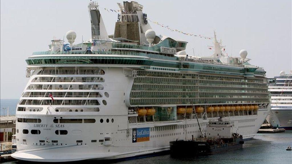 Llegada hoy del Liberty of the Seas, uno de los cruceros más grandes del mundo, al puerto de Barcelona. EFE