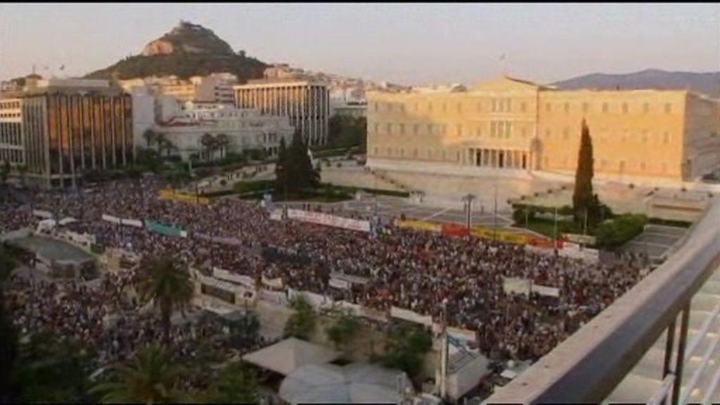 Gritos en Grecia ante los recortes