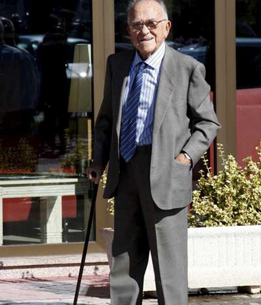 El ex secretario general del PCE Santiago Carrillo acude a la capilla ardiente