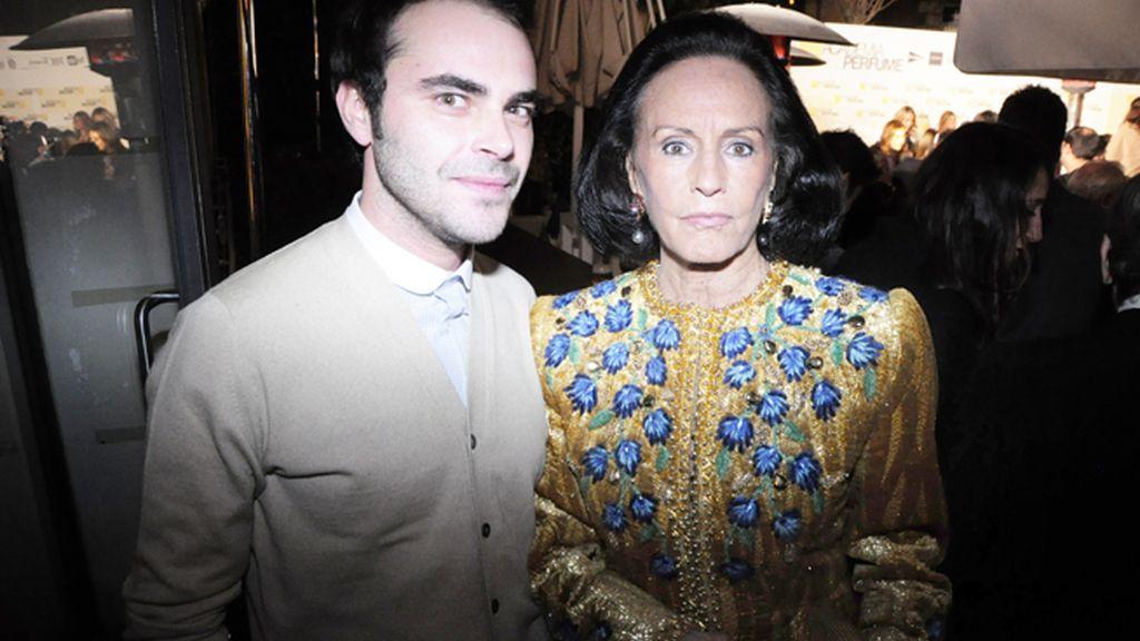 El diseñador Ion Fiz y Sonsoles Díez de Rivera, una de las mayores coleccionistas de Balenciaga del mundo