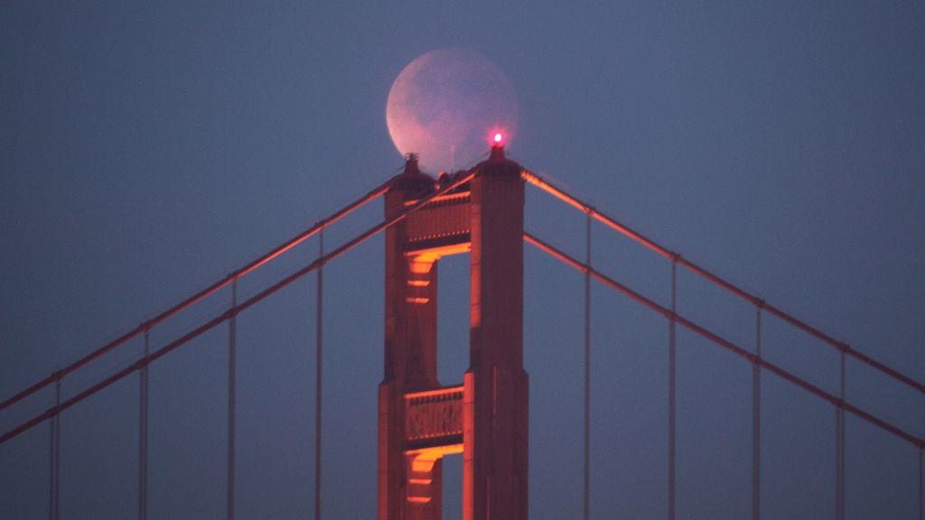 Eclipse sobre el Golden Gate