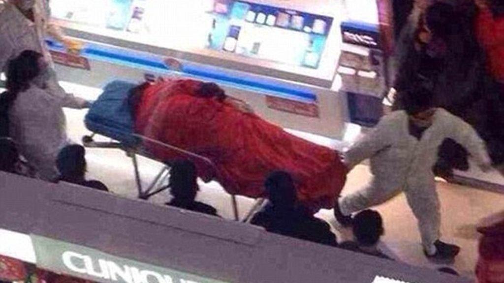 5-Se suicida en el centro comercial tras 5 horas de compras con su novia